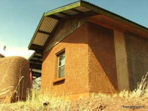 Choosing an Exterior Plaster for your Earthen Home by: Dirt Craft Natural Building
